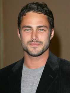 TAYLOR KINNEY.  1981. Lancaster, PA (Mennonite hs athlet). Bio: Model (upscale) > Actor (lots TV work): Vampire Diaries; Chicago Fire (2013-Lt. Kelly Severide). Com: sweet face, nice eyes, gt smile. 9,8,?,8. date Lady Gaga fr 2011.
