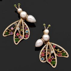 """Lorenz Bäumer paire de clips d'oreilles """"papillon"""" en or jaune, le corps composé de trois perles de culture blanches séparées par des rondel... So cute!!!"""
