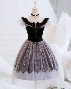 Lilian -The Grey Swan- Vintage Classic Lolita Jumper Dress Source by lolitawardrobe dress classic Style Grunge, Grunge Look, 90s Grunge, Soft Grunge, Grunge Outfits, Set Fashion, Lolita Fashion, Gothic Fashion, Fashion Design