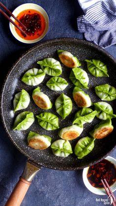 Pan-fried vegetarian dumplings / potstickers (素煎饺) - Asian Food - Make up augen Veggie Recipes, Asian Recipes, Appetizer Recipes, Vegetarian Recipes, Healthy Recipes, Vegetarian Cookbook, Vegetarian Appetizers, Lacto Vegetarian Diet, Vegetarian Cabbage
