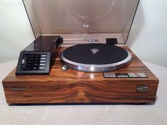 keep 'em spinning! Never seen one of these before. Hifi Turntable, Audiophile, High End Turntables, Technics Turntables, Audio Room, Bang And Olufsen, Record Players, Hifi Audio, Audio Equipment