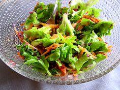 Kääpiölinnan köökissä Kinds Of Salad, Lettuce, Salads, Vegetables, Green, Food, Essen, Vegetable Recipes, Meals