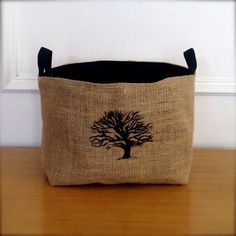 X Large Coffee Sack Basket Winter Oak por BrinandNohl en Etsy Burlap Coffee Bags, Coffee Bean Bags, Coffee Sacks, Burlap Bags, Hessian, Burlap Crafts, Diy Crafts, Purses And Bags, Sewing Projects