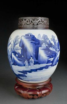 Chinese ovoid jar in blue and white porcelain-- China, Kangxi Period (1662-1722)