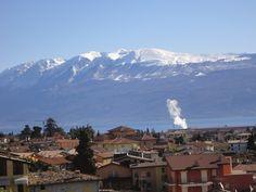 Monte Baldo von der Terrasse aus gesehen Mount Everest, Mountains, Nature, Travel, Patio, Naturaleza, Viajes, Destinations, Traveling