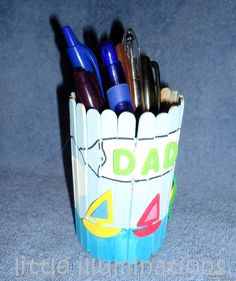 A Gift for Dad. It's a pen holder! Use popscicle sticks to make a one-of-a-kind homemade gift for dad. The kids will be so proud!    #kidscrafts #fathersday #kids