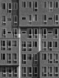 Gio Ponti, Palazzo Monte Doria in via Pergolesi 25 a Milano, 1964-70. Foto di Pino Musi, 2012. Presentato alla 13. Mostra Internazionale di Architettura di Venezia Common Ground