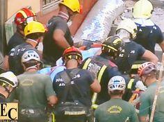 rescatan dos cadaveres más de los escombros del edificio derrumbado en los cristianos, tenerife Arona, Search And Rescue, Tenerife, Firemen, Lineman, Buildings, Christians, Pastor, Historia