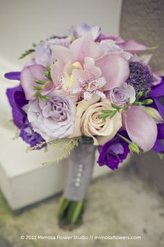 Stylish purple and pink beach wedding bouquet - Weddings Romantique Purple Wedding Bouquets, Lilac Wedding, Prom Flowers, Wedding Flower Arrangements, Bridal Flowers, Bride Bouquets, Floral Wedding, Centerpiece Wedding, Decor Wedding