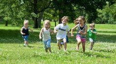 Estudo diz que, crianças brincar ao ar livre pode reduzir a miopia. http://papoentremulheresbrasil.blogspot.com.br/2014/08/pais-e-filhos-brincar-ao-ar-livre-reduz.html