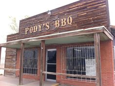 The best small town restaurants in Texas are places that only locals know about. Best Bbq In Texas, Texas Bbq, Texas Restaurant, Breakfast Cafe, Pecan Wood, Tomato Relish, Meat Markets, Homemade Pastries