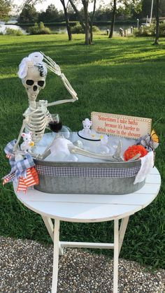 Scary Halloween Decorations, Snowman Decorations, Halloween Porch, Halloween Crafts, Holiday Decorations, Halloween Ideas, Mummy Crafts, Bicycle Decor, Santa Wreath