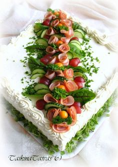 Cake with olives and feta - Clean Eating Snacks Sandwich Torte, Food Bouquet, Food Garnishes, Salty Cake, Food Platters, Food Decoration, Appetisers, Savoury Cake, Creative Food