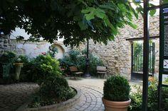 Jardin Madeleine de Scudéry Salons, Patio, Outdoor Decor, Plants, Home Decor, Gardens, Places, Lounges, Decoration Home
