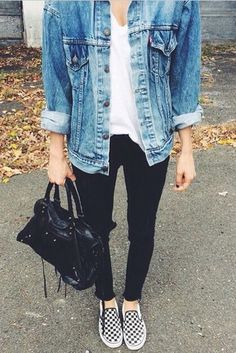 How to wear black vans outfit slip on 58 Ideas Outfit Jeans, Jean Jacket Outfits, Denim Jacket Outfit Winter, Black Jeans Outfit Summer, Oversized Denim Jacket Outfit, Black Jacket Outfit, Levis Jean Jacket, Comfy Outfit, Jacket Style
