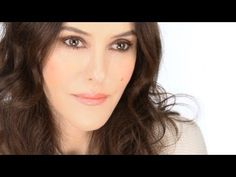 Easy, 3 Minute Smokey Eye Tutorial. For make-up novices, new mums and anyone in a rush or generally pushed for time will love this super quick, easy make-up look. Minimal products, minimal skill and time is required for this pretty, pulled together make-up X http://www.lisaeldridge.com/video/25921/easy-3-minute-smokey-eye/ #LisaEldridge #Makeup #Beauty #Smokey #Eye