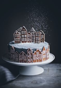 Gingerbread Village Cake - Call Me Cupcake # Christmas # cake - Baking - Cupcake Christmas, Christmas Desserts, Christmas Treats, Christmas Baking, Christmas Cookies, Christmas Recipes, Chrismas Cake, Christmas Biscuits, Christmas Cake Decorations