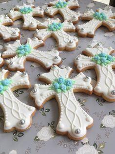 Galletas de primera comunión Iced Cookies, Royal Icing Cookies, Cupcake Cookies, Sugar Cookies, Baptism Cookies, Easter Cookies, Christian Cakes, Cross Cookies, Confirmation Cakes