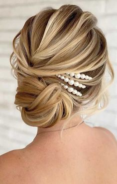 64 Chic updo hairstyles for wedding and any occasion - updo hairstyle for date night , wedding updo , bridal updo hairstyle Updos For Medium Length Hair, Prom Hairstyles For Short Hair, Easy Updo Hairstyles, Bride Hairstyles, Medium Hair Styles, Curly Hair Styles, Wavy Wedding Hair, Bridal Hair Updo, Wedding Hair And Makeup