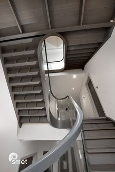 For this contemporary mansion we have designed a challenge for ourselves. The staircase spanning over 4 floors has a continuous handrail and stringer with large curved sections in the turns. All the glass was pre-made and fitted at the same time as the staircase flights, including the laminated curved panels. This process, with no templating of the glass needed after installation and which we have refined over many years, leads to a far greater efficiency in the crucial and time sensitive…