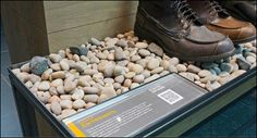 The VMSD February edition featured Timberland retail in depth including the pebbled display above. Great Display Minds Think Alike. Retail Merchandising, Merchandising Ideas, Franchise Store, Tea Display, Shoe Room, Retail Experience, Store Interiors, Deco, Timberland