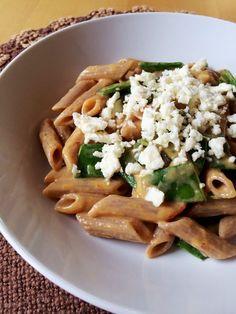 Cremige Paprika-Pasta mit Zuckerschoten und Feta   danielas foodblog