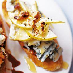 Crostini recipe with gorgonzola, pear and walnut | Red Online
