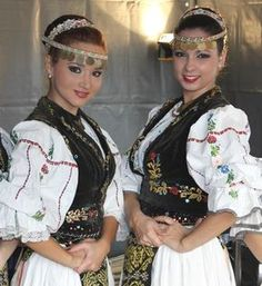Romanian traditional costumes Part 1 Port national Romanian People, Romanian Girls, Ukraine, Costumes Around The World, European Girls, Folk Costume, People Of The World, Historical Clothing, World Cultures