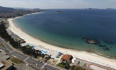 Playa semiurbana de Samil, de 1,5 kilómetros de extensión.