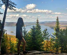 10 randonnées parfaites pour l'automne que tu dois faire à tout prix au Québec - Narcity Parfait, Road Trip, Parcs, Mountains, Travel, Pathways, Wild Life, Fall, Viajes