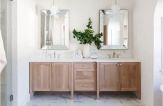Renovating your master bathroom doesn't have to break the bank. Give your master retreat a luxurious refresh by simply updating your cabinet hardware with Top Knobs. World Of Interiors, Knobs And Handles, Cabinet Hardware, Design Development, Elle Decor, Houzz, Luxury Interior, Kitchen And Bath, Master Bathroom