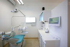 Sala operazioni dello Studio Dentistico Cozzolino, Napoli.