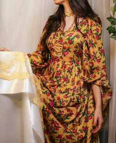 Image may contain: one or more people and people standing Iranian Women Fashion, Arab Fashion, Suit Fashion, Fashion Dresses, Stylish Girls Photos, Stylish Girl Pic, Hijab Fashionista, Eid Outfits, Indian Gowns Dresses