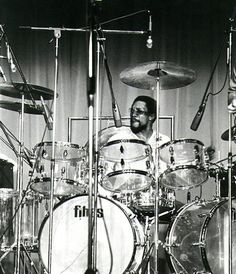 Vintage Billy Cobham on his clear Fibes monster set.