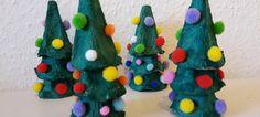 Weihnachtsbäume aus Eierkartons basteln | Quatsch-Matsch.de Mehr