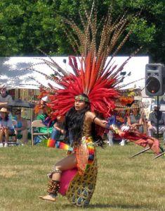 Aztec Indians | ateck Aztek Indian woman dancer - Cleveland Powwow