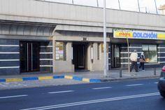 Acceso oficina desde la calle Poeta Alonso Quesada