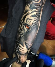 Awesome fusion tiger piece  Artist IG: @davidgarciatattoo  Collector: @yoanmerlo                                                                                                                                                                                 Más