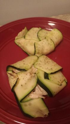 Zucchini stuffed with shredded chicken in greek yogurt that was seasoned with salt, pepper, cayenne pepper, garlic salt and paprika.this is so yummy :-)