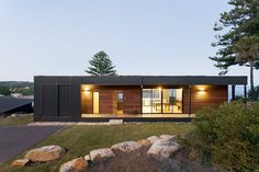 Green Roof Shows Off Sustainable Living by the Australian Coast - http://freshome.com/green-roof/