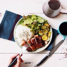 Breakfast! なんか肉料理の方が時間だけ見ると簡単な気がする。ってことで朝からお肉。