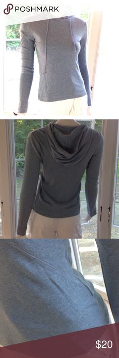 LIKE NEW J CREW cotton pullover long sleeve hoodie 100% cotton. Excellent condition. No tags.  Size small. Mid weight knit. Modeled on a size 4-6 mannequin. J. Crew Tops Sweatshirts & Hoodies