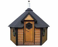 Een finse kota is een 8-hoekige blokhut volgens fins traditioneel uiterlijk. De blokhut wordt gebruikt als grillkota of saunakota. De ruimte wordt optimaal benut en het geeft een heerlijke sfeer. Tubs For Sale, Firewood, Perfect Place, Showroom, Shed, Backyard, Outdoor Structures, Cabin, House Styles