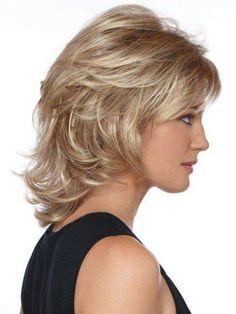 15 Medium Short Hair Cuts - New Hair Styles 2018 Medium Layered Hair, Medium Short Hair, Medium Hair Cuts, Short Hair Cuts, Medium Hair Styles, Curly Hair Styles, Short Wavy, Long Layered, Wavy Lob