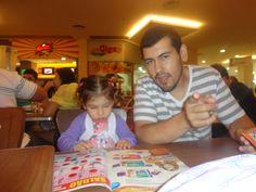 Mi sobrino Lucas y su hija Manuela, los dos son mi ahijados.