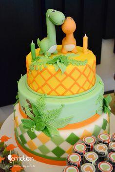 Cake at a Dinosaur Party - like the fondant dinosaurs Dino Cake, Dinosaur Cake, Dinosaur Birthday Party, 3rd Birthday, Birthday Ideas, Cakes For Boys, Savoury Cake, Cute Cakes, Dinosaurs