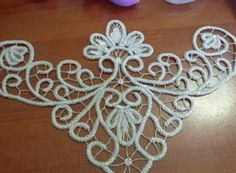 This Pin was discovered by Muh Freeform Crochet, Irish Crochet, Crochet Lace, Vintage Crochet Patterns, Lace Patterns, Couture Beading, Romanian Lace, Wedding Shoes Bride, Kanzashi