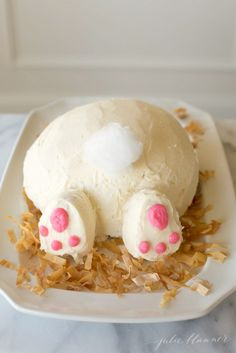 how to make a bunny butt cake - easy Easter dessert idea
