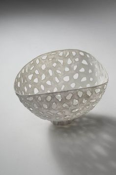 Guy van Leemput has a wonderful technique of placing coloured porcelain slip onto balloons. Using balloons as a base allows him to create very thin and fragile looking translucent bowls that seem to change dynamic as the weather changes. In his earlier work he simply painted white porcelain slip into the balloons, and then decorated them…