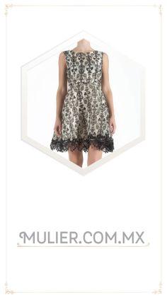 Vestido corto, color blanco y negro con estampado.  $1,429.